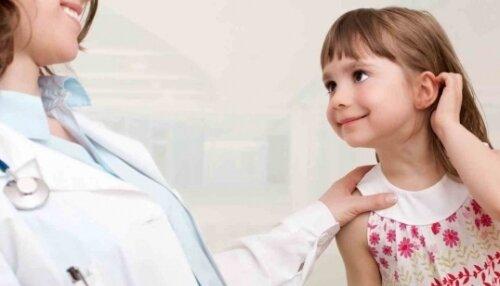 Врач-аллерголог и девочка-аллергик