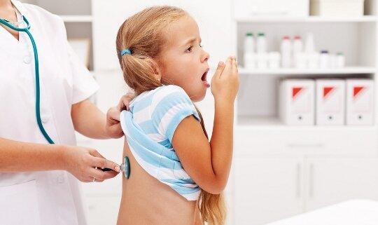 Кашель у ребенка на приеме у доктора